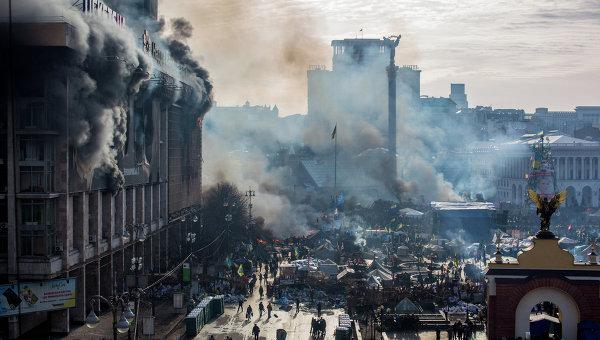 Палаючий Дім профспілок. 19 лютого. Фото із сайту rian.com.ua