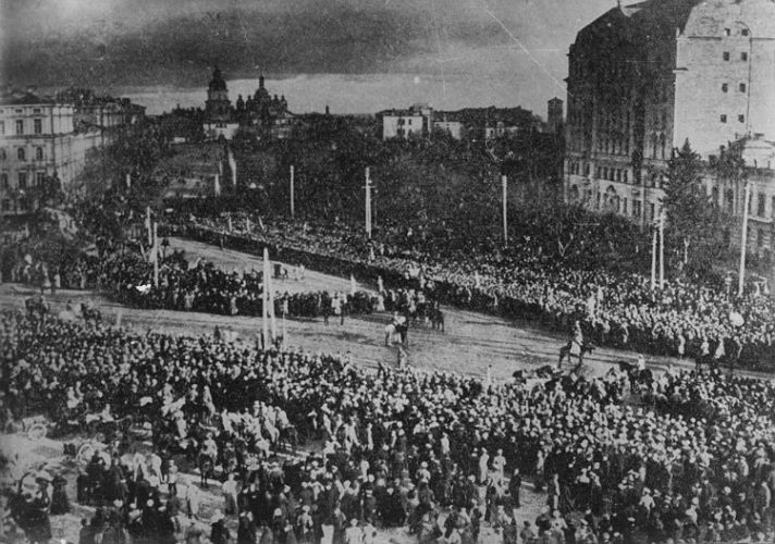 Проголошення Акту Злуки українських земель на Софійській площі в Києві. 22 січня 1919 р.